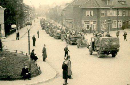 Tweede Wereldoorlog. Hoek Hertenstraat en Deventerstraat (nu Van Karnebeekstraat), 13 april 1945, foto door Willem Oosten, collectie Historisch Centrum Overijssel